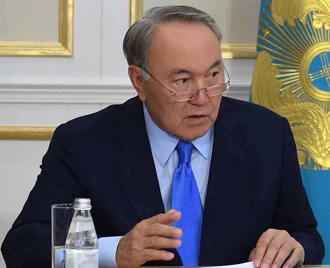 Nazarbayev hökuməti qorxaqlıqda günahlandırıb: Əliniz, diziniz əsir!